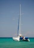 Barco en la bahía de Anaeho'omalu Imagen de archivo libre de regalías