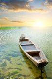 Barco en la costa Foto de archivo libre de regalías