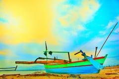 Barco en la costa Fotografía de archivo