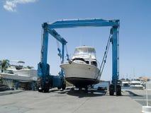 Barco en la grúa Fotografía de archivo
