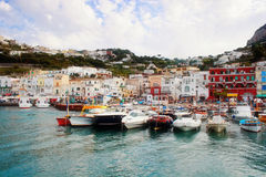 Barco en la isla de Capri Imagenes de archivo