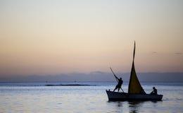 Barco en la laguna en la isla de Mauricio Imagen de archivo