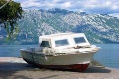 Barco en la orilla fotografía de archivo libre de regalías