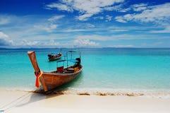 Barco en la playa Imagen de archivo libre de regalías