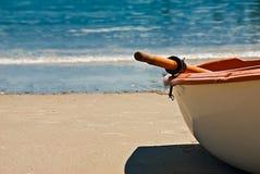Barco en la playa Fotos de archivo libres de regalías