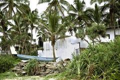 Barco en la playa de Hikkaduwa, Sri Lanka Imagenes de archivo