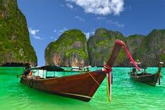 Barco en la playa de Tailandia Foto de archivo libre de regalías