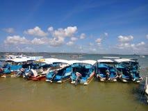 Barco en la playa en el benoa Bali fotografía de archivo libre de regalías