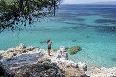 Barco en la playa tropical Imagen de archivo libre de regalías