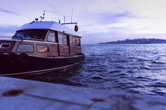 Barco en la puesta del sol Imágenes de archivo libres de regalías