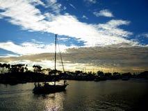 Barco en la puesta del sol Imagen de archivo