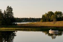 Barco en luz del sol de la mañana Fotos de archivo libres de regalías
