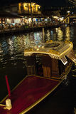 Barco en mercado flotante Fotos de archivo