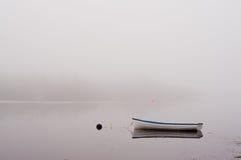 Barco en niebla Imagen de archivo libre de regalías