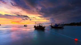 Barco en puesta del sol Fotografía de archivo