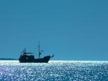 Barco en resplandor del sol Imágenes de archivo libres de regalías