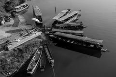Barco en Tailandia, fondo, extracto, agua, blanco y negro Fotos de archivo