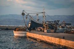 Barco en un embarcadero fotos de archivo