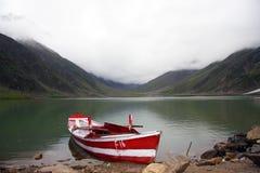 Barco en un lago Imagen de archivo libre de regalías