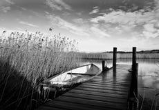 Barco en un lago Imagen de archivo