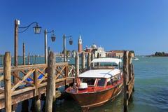 Barco en una amarradura, Venecia, Italia Fotografía de archivo