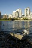 Barco en una orilla Fotos de archivo libres de regalías