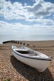 Barco en una playa Imagen de archivo libre de regalías