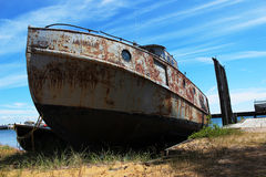 Barco encalhado velho imagens de stock royalty free
