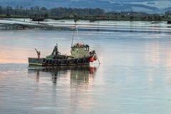 Barco encendido adelante foto de archivo