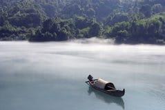 Barco enevoado da manhã Fotografia de Stock