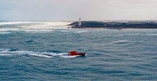Barco experimental en una tormenta Fotos de archivo libres de regalías