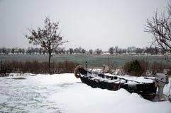 Barco fallado en el invierno Imagen de archivo libre de regalías