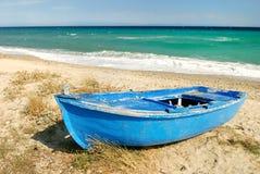 Barco griego azul del pescador Fotografía de archivo libre de regalías