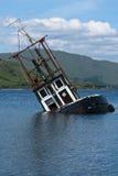 Barco, hundiéndose. barco pesquero, lago Linnie Imagen de archivo libre de regalías