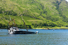 Barco, hundiéndose, barco pesquero, lago Linnie Imagen de archivo libre de regalías