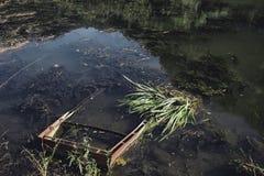 Barco hundido oxidado Fotografía de archivo libre de regalías
