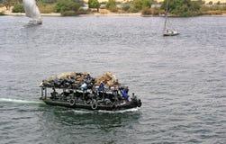 Barco inútil en la nada del río Fotografía de archivo libre de regalías