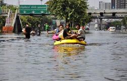 Barco inflable del uso de los residentes locales