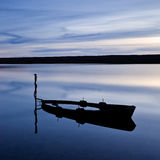 Barco inundado, lagoa da frota, Reino Unido imagem de stock royalty free