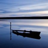 Barco inundado, laguna de la flota, Reino Unido imagen de archivo libre de regalías