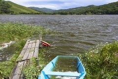 Barco inundado no lago Fotos de Stock Royalty Free