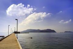 Barco a la isla fotografía de archivo libre de regalías