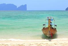 Barco largo en las islas de la phi de la phi en Tailandia Imagen de archivo libre de regalías