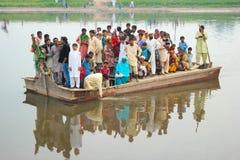 Barco levando da morte Fotos de Stock