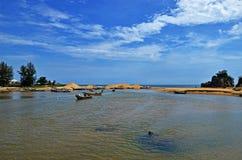 Barco local del pescador Imagenes de archivo