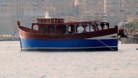 Barco maltés tradicional almacen de video