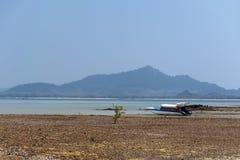 Barco, marea baja fotos de archivo
