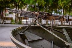 Barco militar con el arma Fotografía de archivo libre de regalías