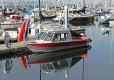 Barco a motor e veleiros Imagens de Stock Royalty Free