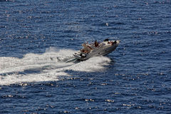 Barco a motor na navegação Fotografia de Stock